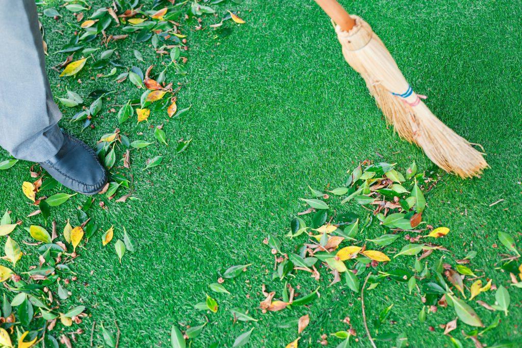 Vệ sinh cỏ nhân tạo