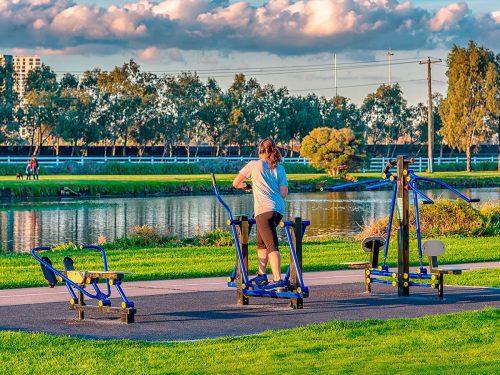 Tập luyện thể dục ngoài trời