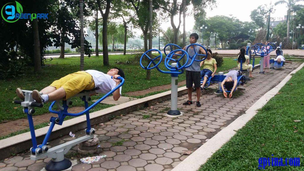 Tập thể dục ngoài trời tại Hồ Văn Quán - Hà Đông, Hà Nội